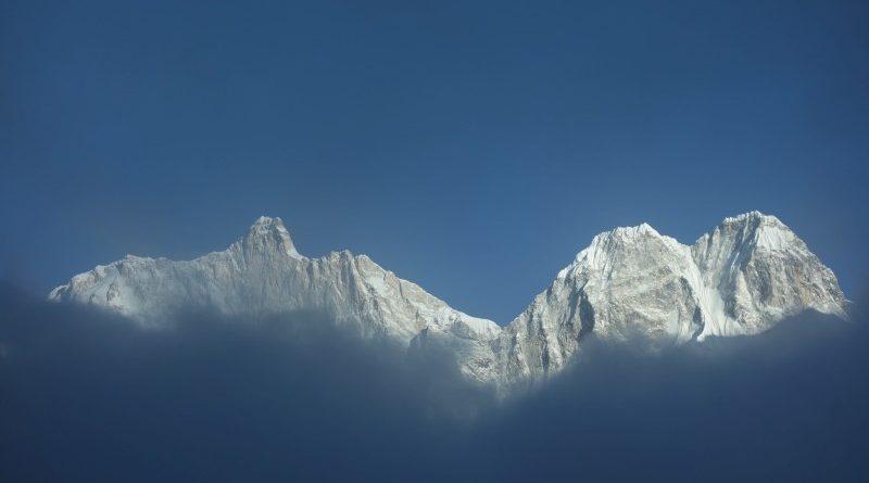 Trek k Mount Everestu přes tři sedla